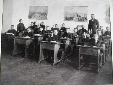 Школа до революции в России. Вот такой она была, смотрим.