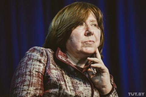 """Светлана Алексиевич: """"Дай бог, чтобы тот, кто возьмет власть, был без Трампа в голове"""""""