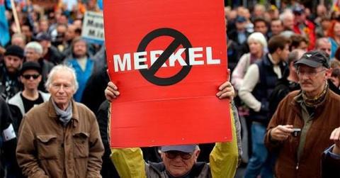 Прага встретила Меркель прот…