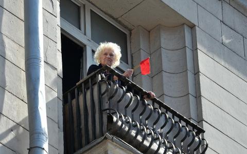 Любовь. Фельдшер — о том, зачем пенсионерки спускаются по верёвке с балкона