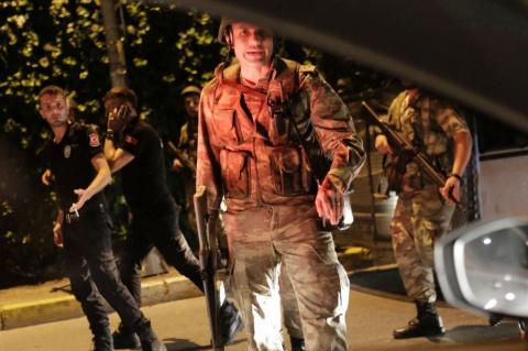 В Турции военный переворот. …