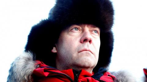Медведева поддержат всем миром