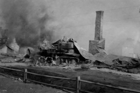 По фотографии горящего танка историки-энтузиасты восстановили подвиг Егора Игнахина