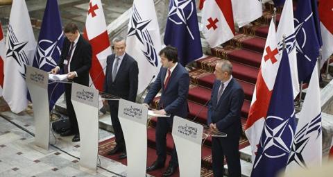 В НАТО призвали Россию отозв…