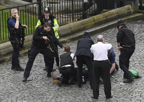 Атака у британского парламен…