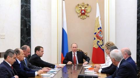 Путин обсудил с Совбезом усп…