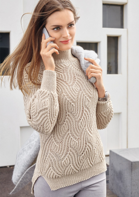 Красивый женский свитер спицами с рельефным узором