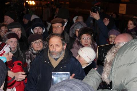 Шабаш возле Исаакия: Оппозиция прикрыла собор спинами пенсионеров и инвалидов