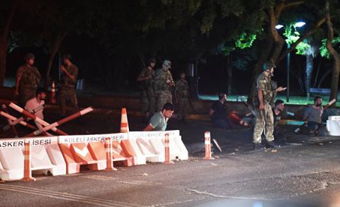 Переворот в Турции: военные …