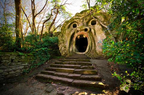 Священный лес: сад чудовищ