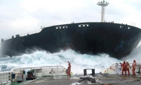 Мощные столкновения кораблей…