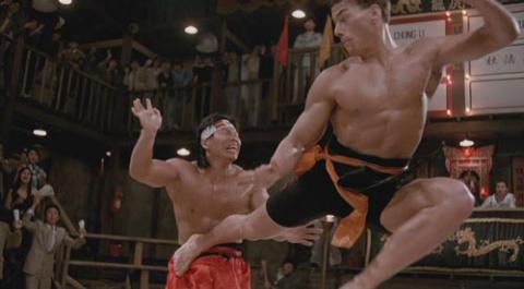 """Жан Клод Ван Дамм против Боло Йенга. Финальный бой из фильма """"Кровавый спорт""""."""