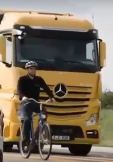 Новая система безопасности грузовиков Mercedes