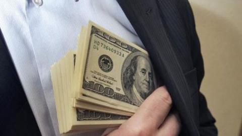 Коррупция на Украине: власти Киева за деньги не вносят россиян в «черный список»