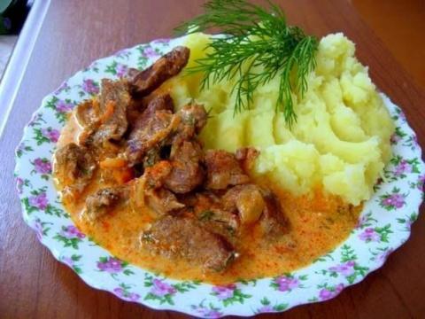 Гуляш с подливкой и картофельным пюре - как в садике. Квасим капусту - самые лучшие рецепты!
