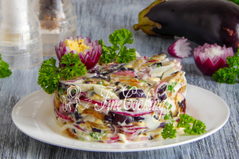 Салат с баклажанами, яйцом и…