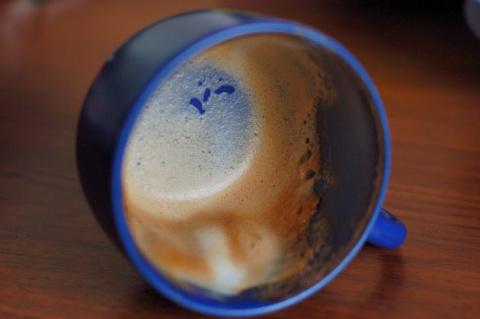 Это норма: чашку из-под кофе…