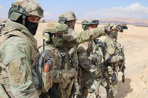 Российские военные рассказали подробности героического боя с террористами в Сирии