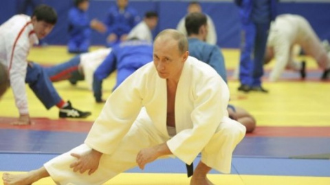 Путину пришлось удерживать А…