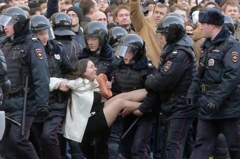 """""""Прогулка или попытка переворота? Что, по-вашему, следует сделать с провокаторами типа Навального?"""" - Лена Миро"""