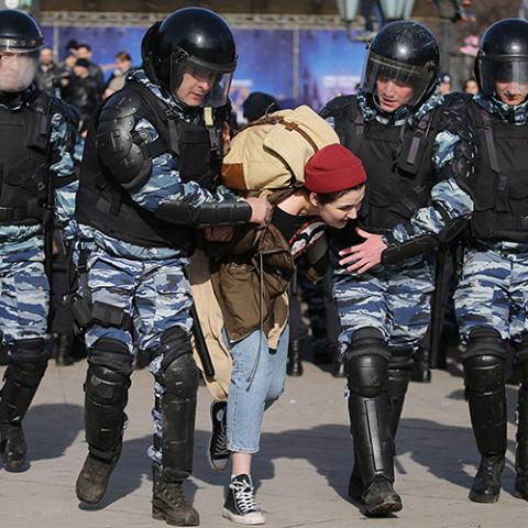 США осудили арест сотен протестующих в России