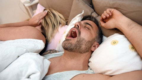 Ученые рассказали, почему лучше спать под тяжелым одеялом