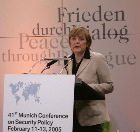 Непобедимая Меркель: фрау и …