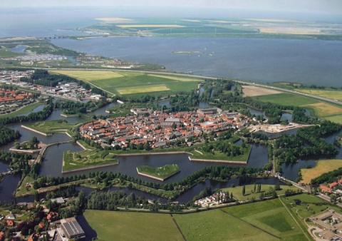 Наарден (Naarden) – город–крепость.Статус города он получил в 1300 году