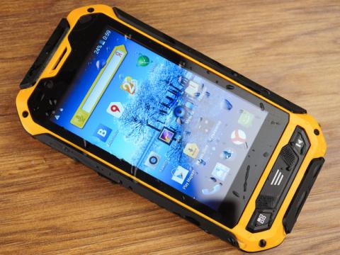 Серьезный конкурент: Россия представила новый смартфон с поддержкой ГЛОНАСС