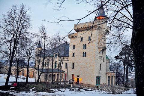Как Алла и Максим гуляли в замке