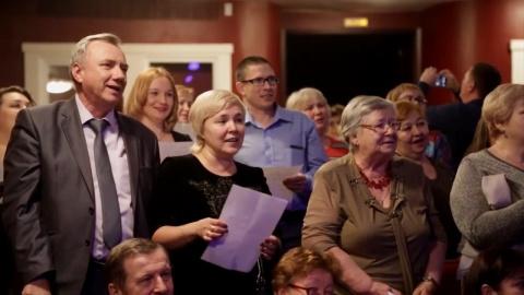 В России на концерте певец предложил залу спеть украинскую песню - смотрите, что было дальше…