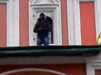 Осквернение африканцем мусульманином Христианского храма на Красной площади
