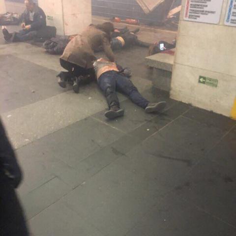 Взрыв в Санкт-Петербурге: очевидцы сообщают о большом количестве жертв