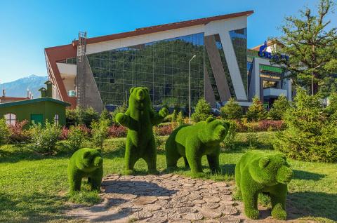 Удивительные зелёные скульптуры сочинского парка