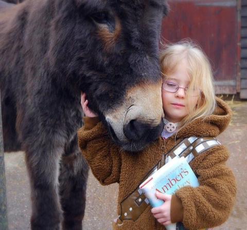 Ослик помог трехлетней девочке научиться говорить