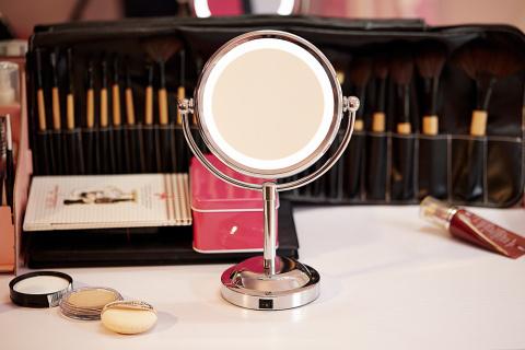 Выбираем макияжное зеркало с…