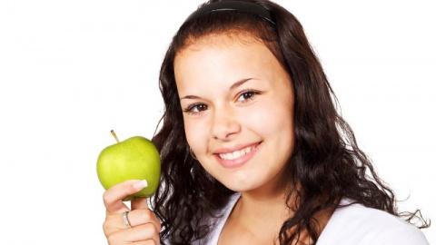Молодильные яблочки и другие: диетолог оценил три главных продукта на каждый день