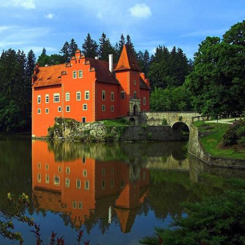 Красивейшие замки на воде