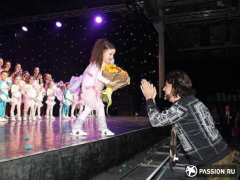 Дочь Филиппа Киркорова впервые выступила на сцене