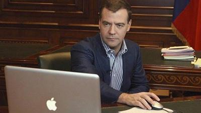 Медведев призвал увольнять ч…