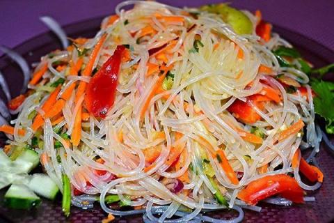 Рисовая фунчоза с овощами
