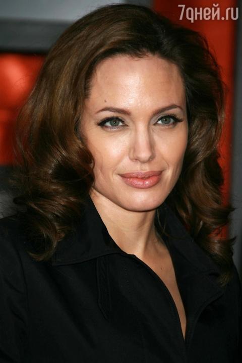 Для Анджелины Джоли эксклюзи…