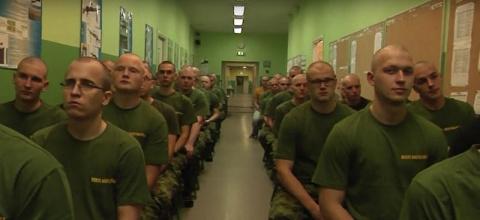 Эстонцев выселят из казарм в…