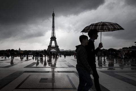 Французы массово мечтают, чтобы русские их усыновили