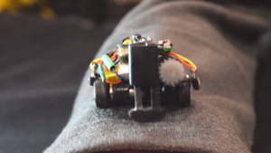 Миниатюрные роботы, перемеща…