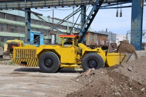 С конвейера РМЗ ППГХО сошли первые образцы погрузочно-доставочной машины ПД-2ЭЭ