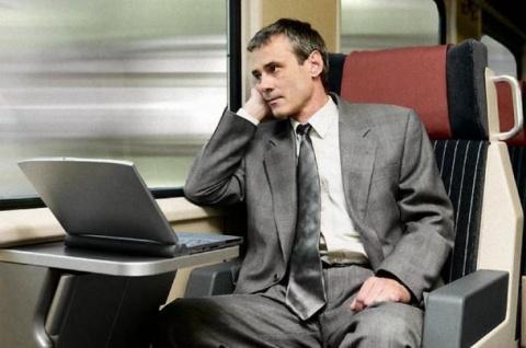 В купе поезда садятся двое — батюшка и бизнесмен…