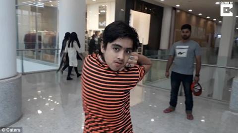 Пакистанский мальчик невероя…
