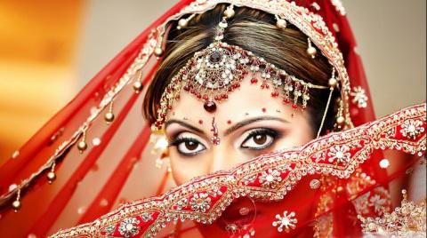 """""""Я тогда переводчиком работала. И тут мой индийский босс надумал жениться..."""""""