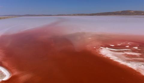Туз: одно из самых странных и необъяснимых озер в мире